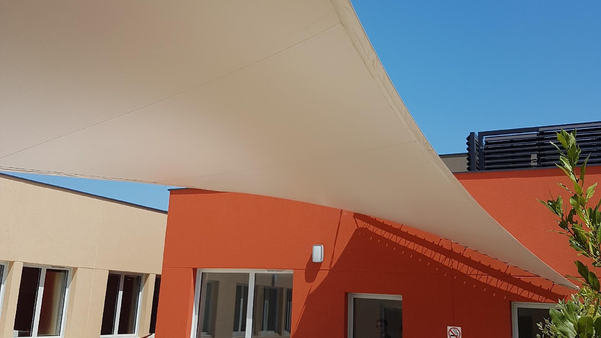 installé stores de terrasse près de l'Hérault (34)   AB Tertiaire