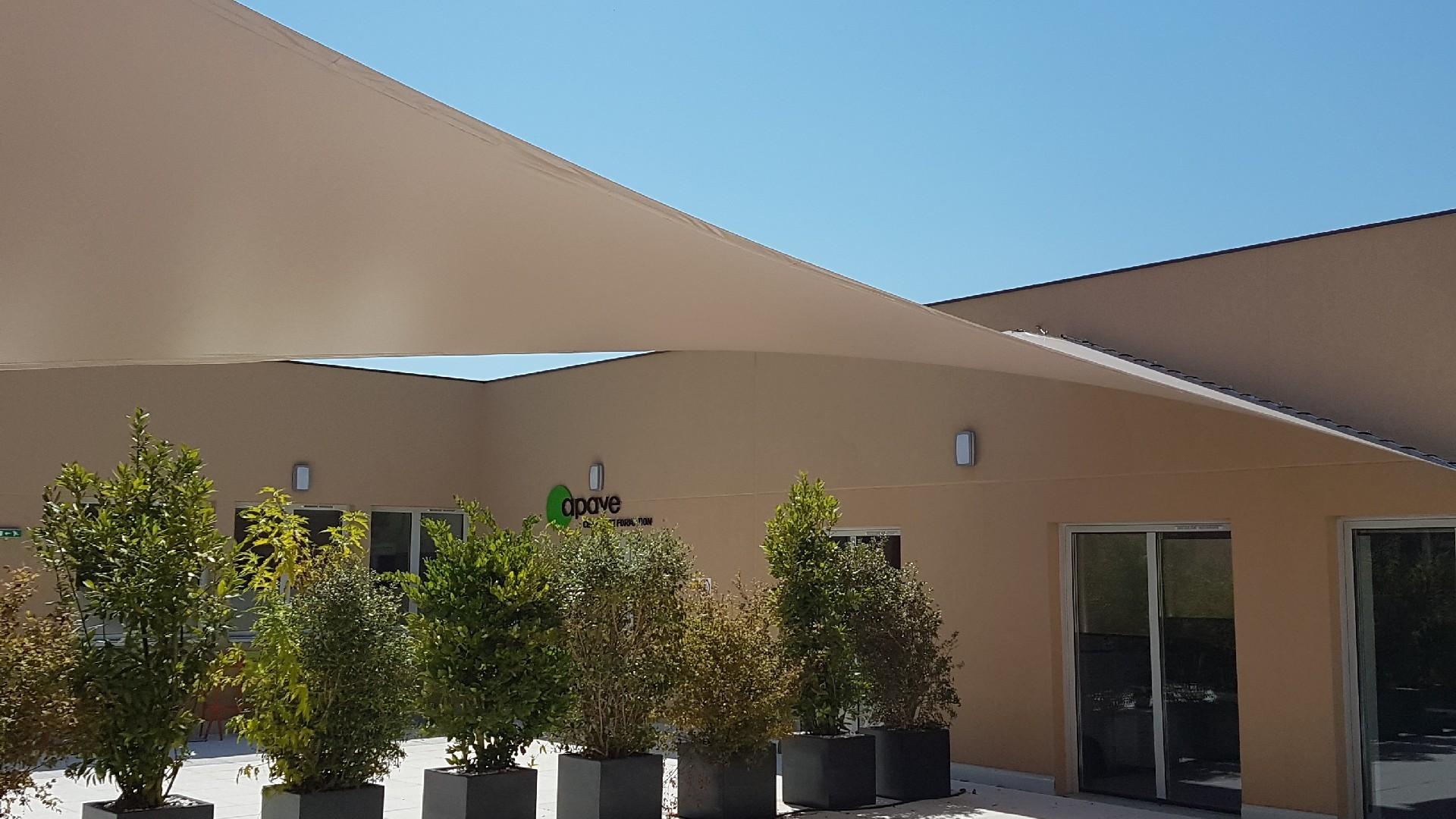 installation voile d'ombrage avec votre stores de terrasse près de l'Hérault (34)   AB Tertiaire