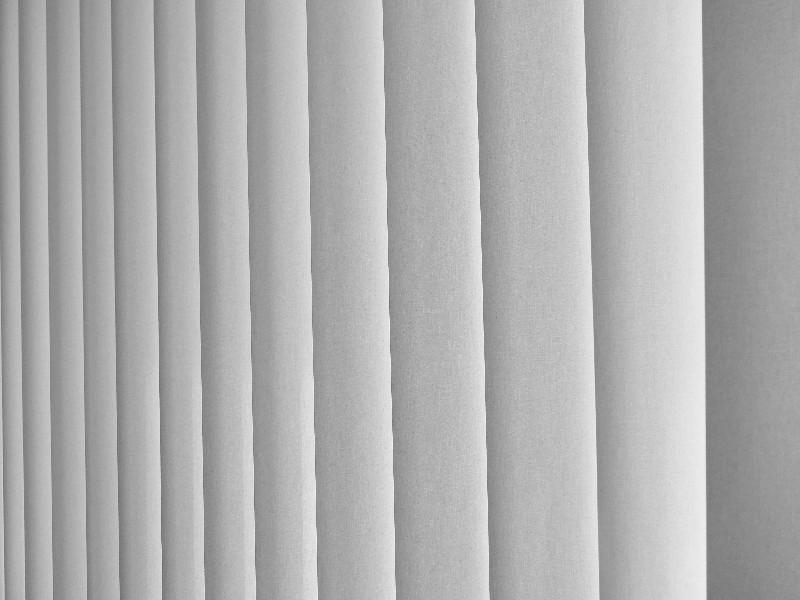 store intérieur à lamelles verticales à Montpellier dans l'Hérault (34)   AB Tertiaire